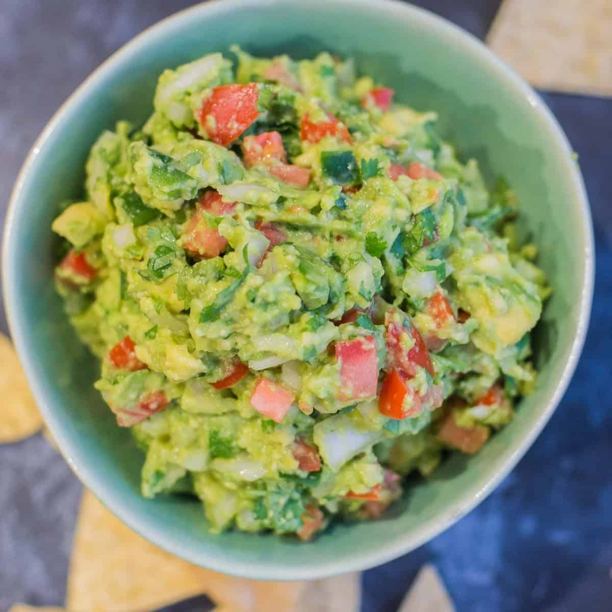 Guacamole Recipe with Chips_