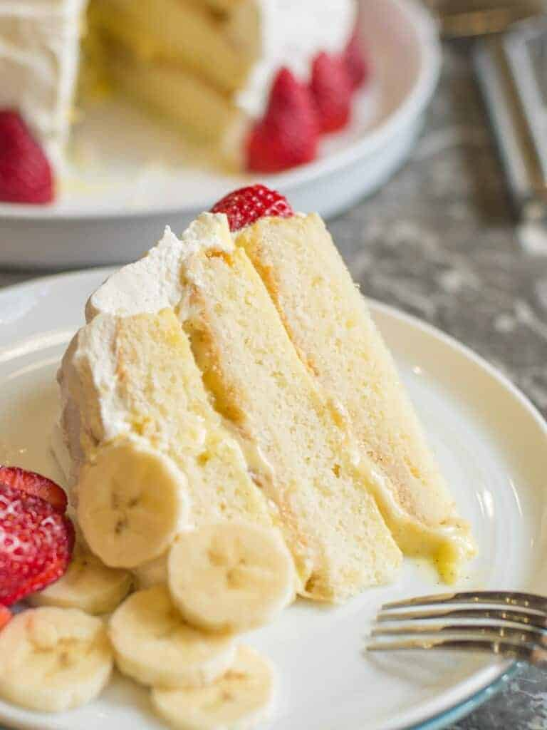 vanilla sponge cake with layers of pastry cream