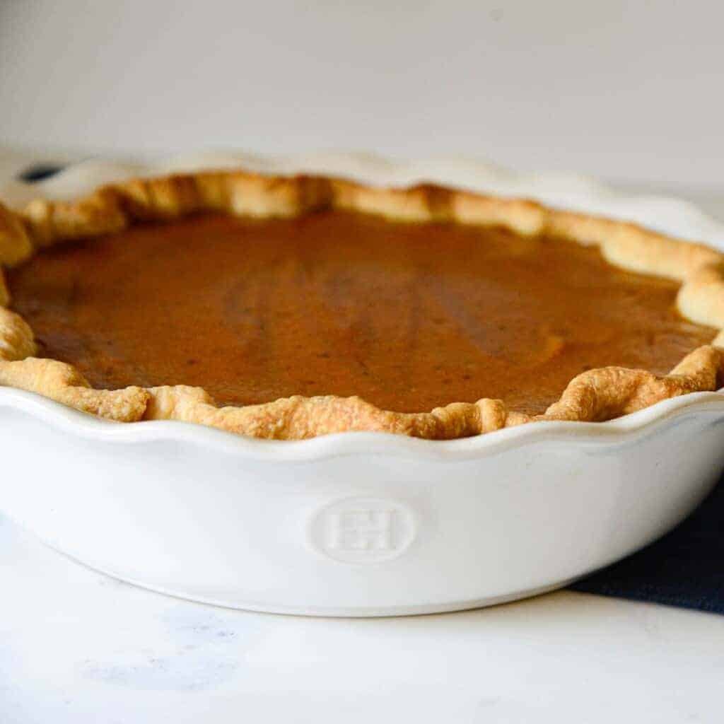 easy pumpkin pie recipe baked in a white cereamic pie dish