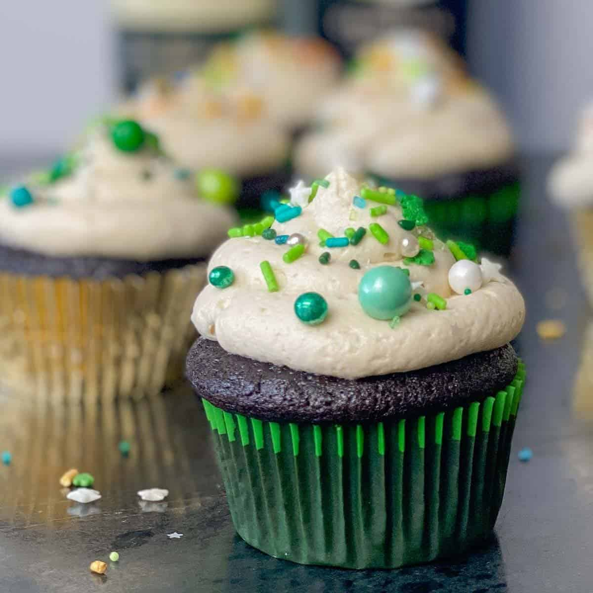 st patricks day chocolate guinnes cupcakes