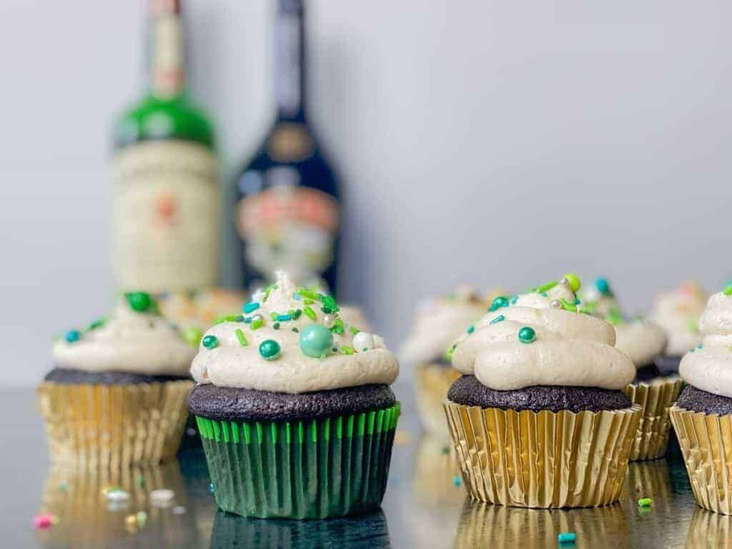 st patricks day guinness cupcakes with irish whiskey filling and bailey's frosting