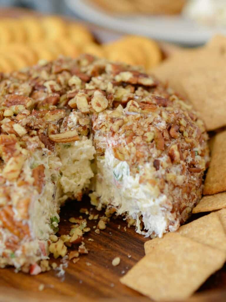 the best pineapple cheese ball