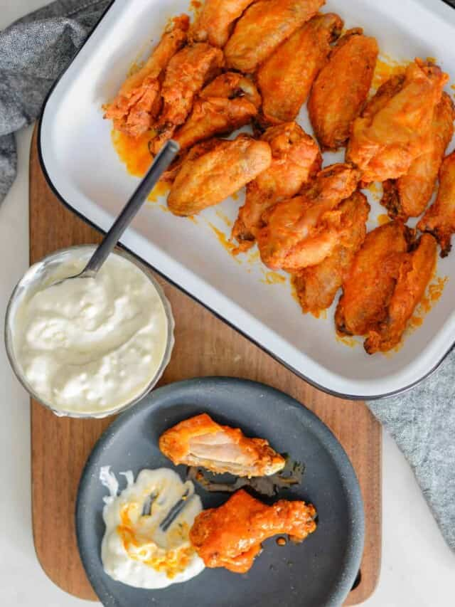 cropped-buffalo-wings-with-creamy-blue-cheese-dip.jpg